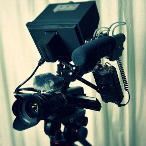 Testen Sie alle technischen Geräte vor der Aufnahme. (Quelle: pixabay)