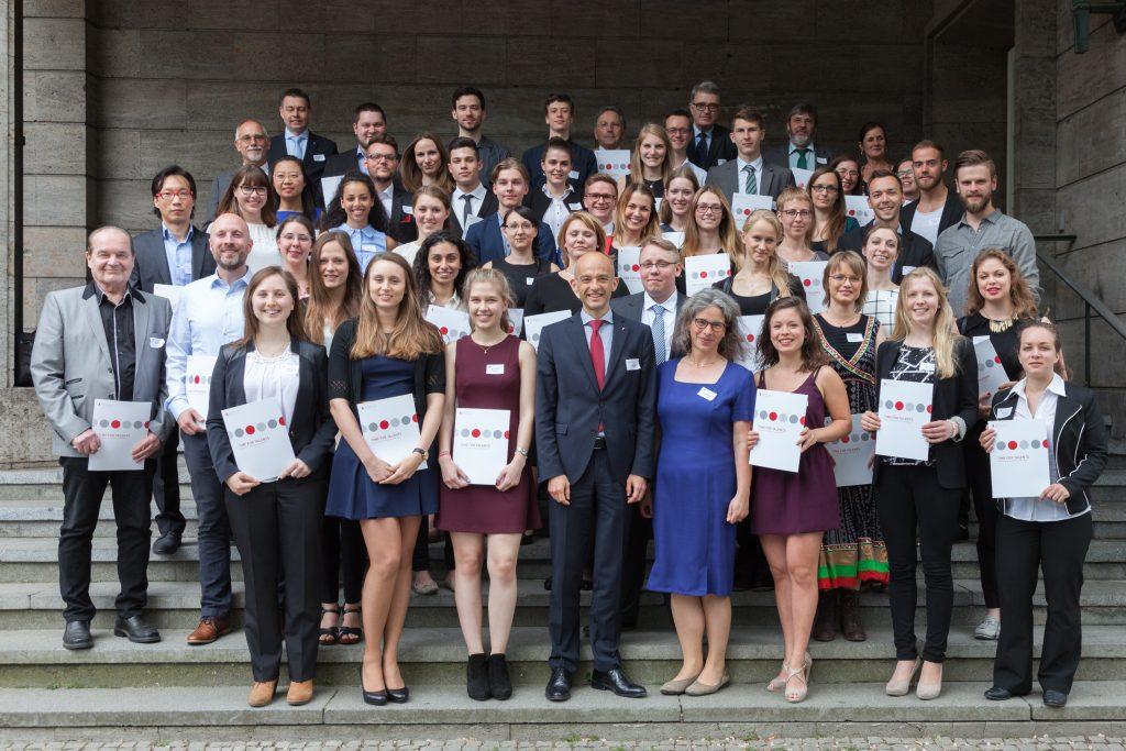 Alle 43 Deutschlandstipendiaten mit Prof. Dr. Zaby und Frau Prof. Dr. Meyer